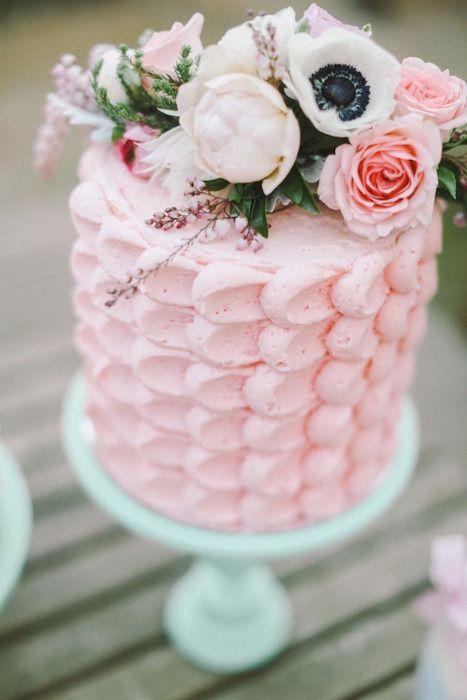 popular wedding cake trend