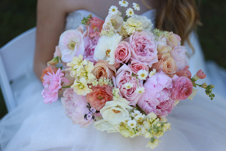 Pastel bridal bouquet styled by Party Mood.